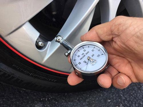 خطرات رانندگی با تایرهای کم باد