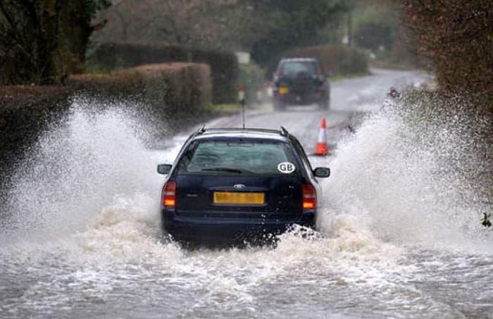 رانندگی در زمان بارندگی